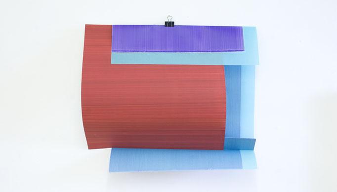 Elisabeth Sonneck, clipage layerings #7 (variabel) | 2015, Öl auf Papier, Öl auf farbigem Pergament, foldback clip. Salzamt Linz, A, Juni 2015