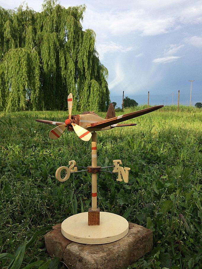 aereo segnavento in legno