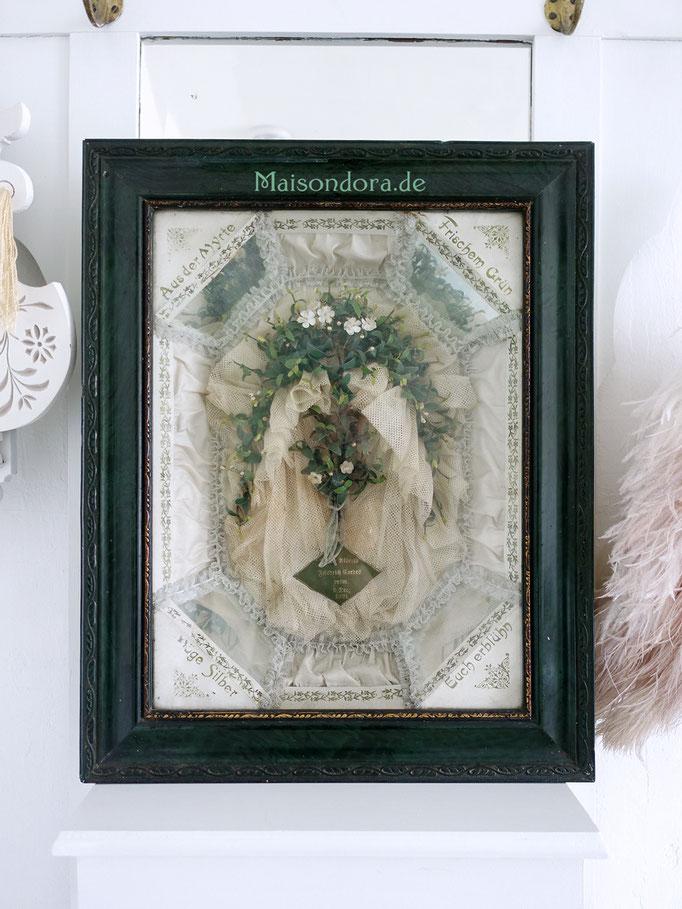 Antiker Schaukasten Diorama mit Brautschmuck Kranz Schleier Myrthe