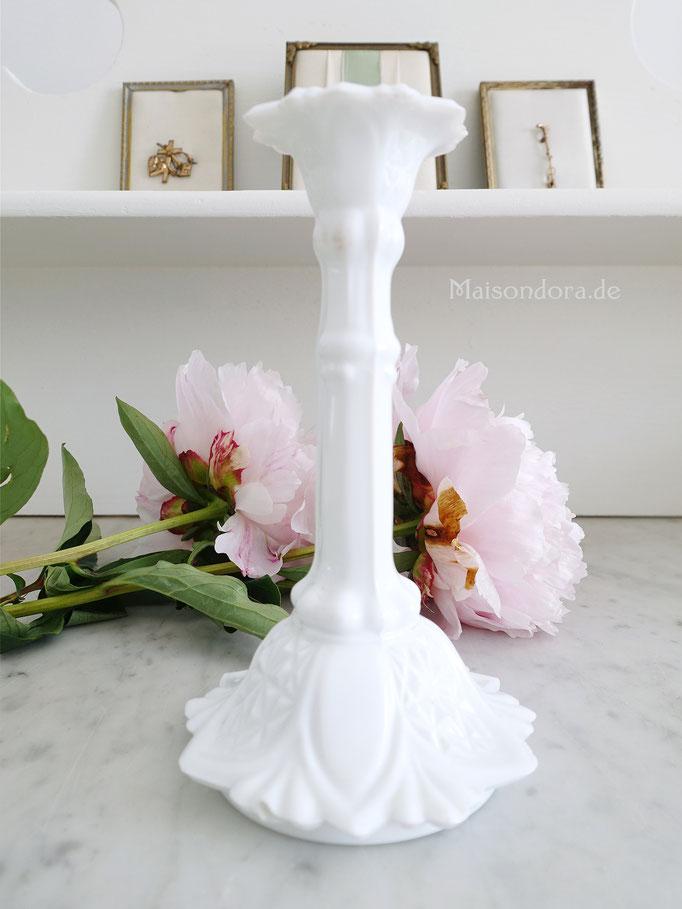 Antiker Opalglas Kerzenleuchter weiß
