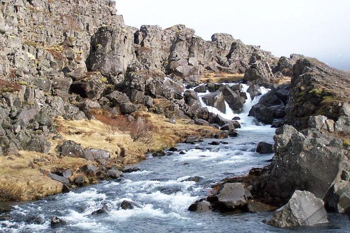 Kleiner Wasserfall in Phingvellir