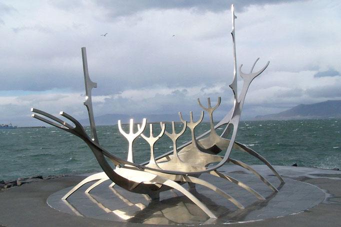 Wikingerschiff_ Reykjavik