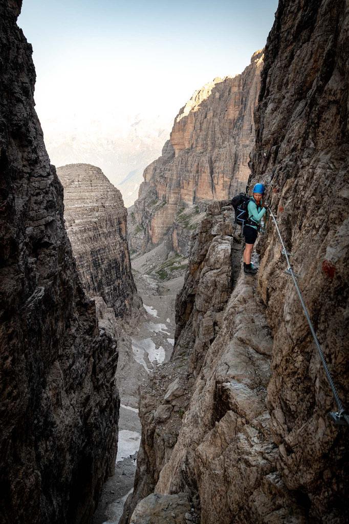 Continuing along the ledges from Bocchetta Bassa dei Massodi pass