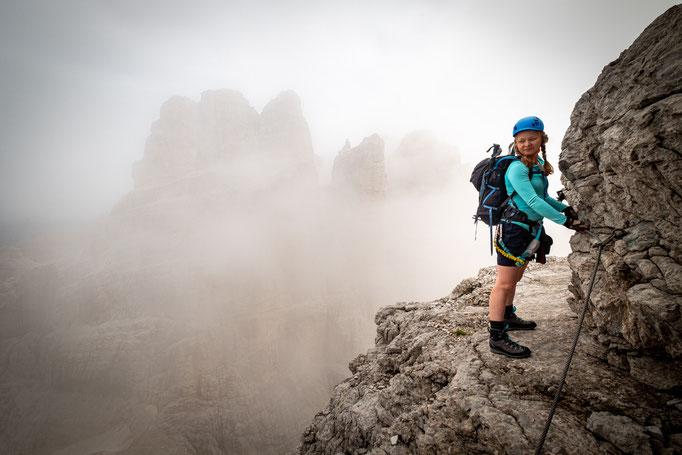 Descending in the clouds to the Bocca del Tuckett