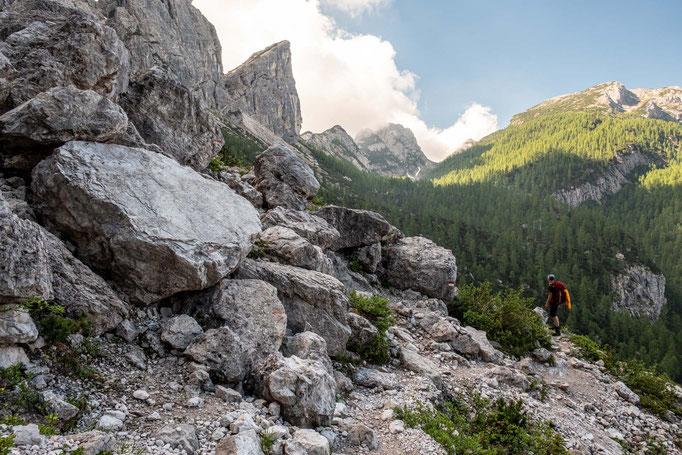 Hiking towards rifugio Carestiato