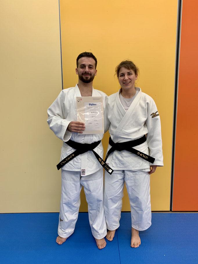 Cristian Rizzello mit Trainingspartnerin Ursula Peier aus Regensdorf bestehen die Prüfung zum 1. Dan Judo.