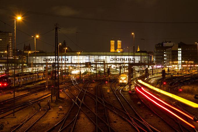 Hauptbahnhof München, Blick von der Hackerbrücke, November 2015