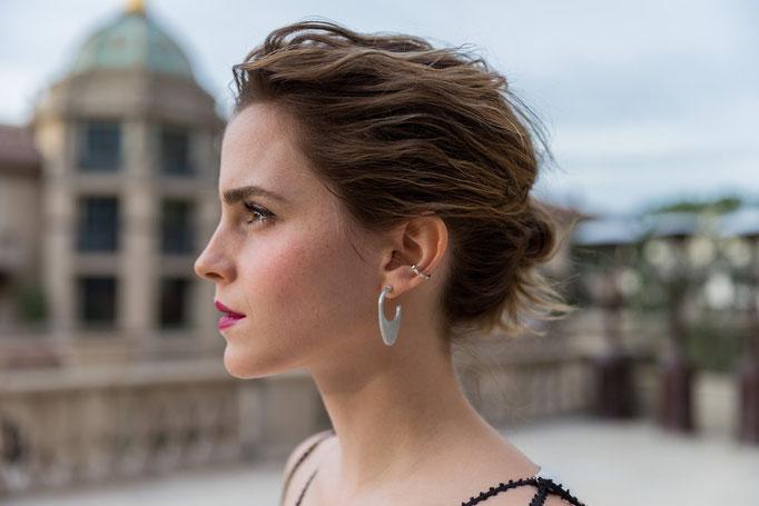 Ohrringe aus altem Bombenmaterial - Emma Watson stehen sie gut