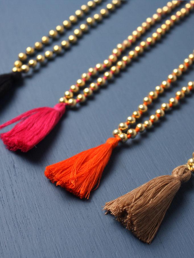 Wunderbare Ketten mit vergoldeten Perlen und feinen Quasten