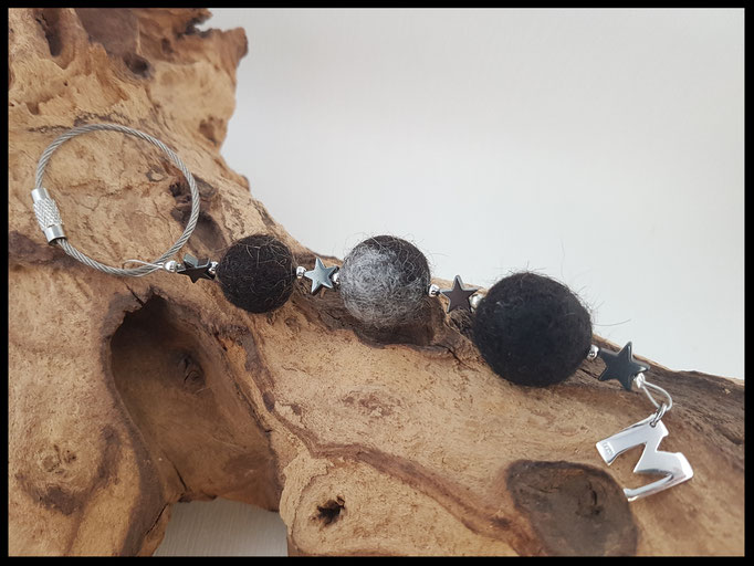 Bild 20: Fellperlen in unterschiedlicher Grösse, Hämatitsterne mit einem Buchstabenanhäger aus 925er Silber.Preis: 39 Euro