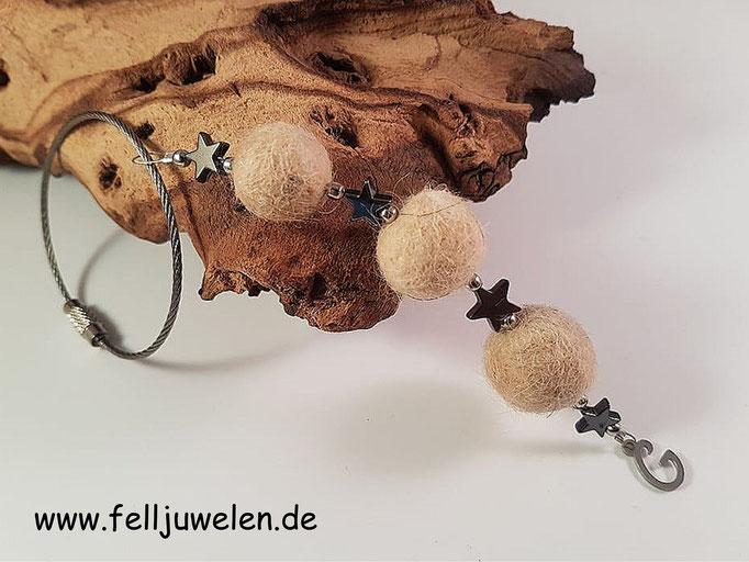 Bild 44: Fellperlen miz schwarzen Hämatitsternchen und einen Edelstalbuchstaben als Abschluss, angebracht an einem Edelstahlring zur flexiblem Befestigung. Preis: 35 Euro