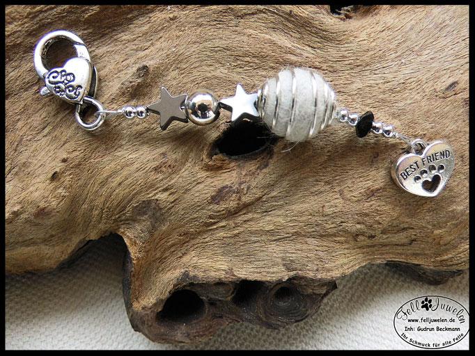 Bild 43: Eine kleine fellperle ist in einem Perlenkäfig eingefasst. Verarbeitet sind Hämatitsternchen und silberne / schwarze Perlen. Preis: 22 Euro