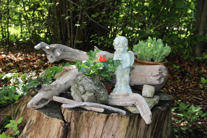 Treibholzdeko im Garten