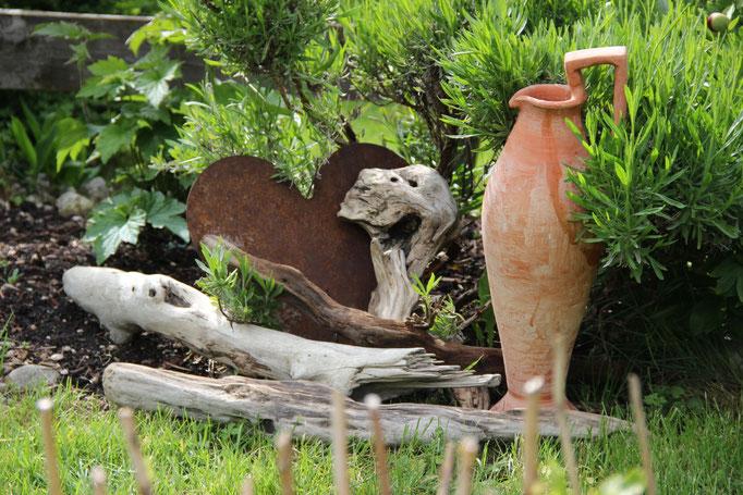 Gartendeko mit Treibholz