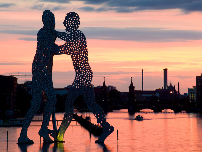 Archivbild Berlin / Molecule Men / Osthafen DOWNLOAD: https://haddenhorst-berlinphoto.spratshop.com/#s/osthafen//295847