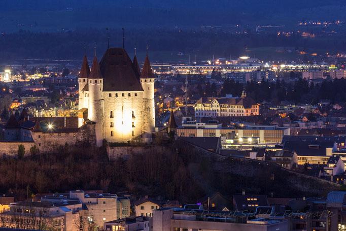 Schloss Thun bei Nacht   -N22-