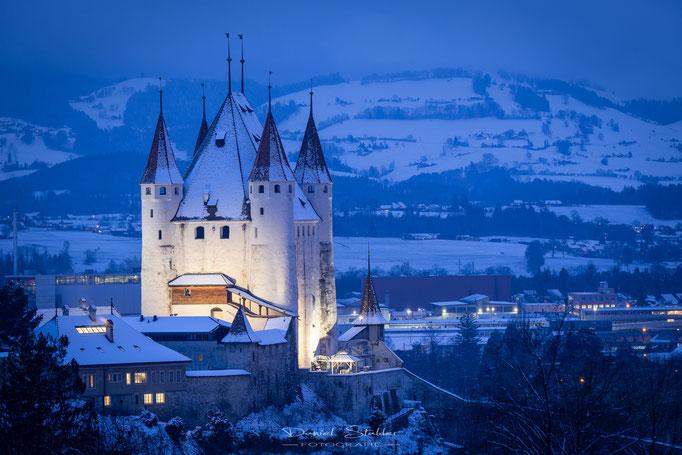 Thuner Schloss im Winterkleid -N36-