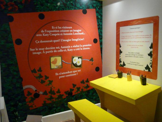 Vue de l'espace pédagogique avec une activité de cadavre exquis.