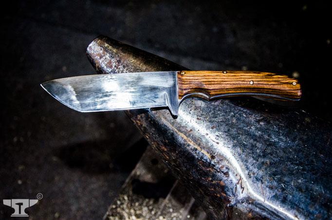 handgeschmiedetes Jagdmesser mit Holzgriff