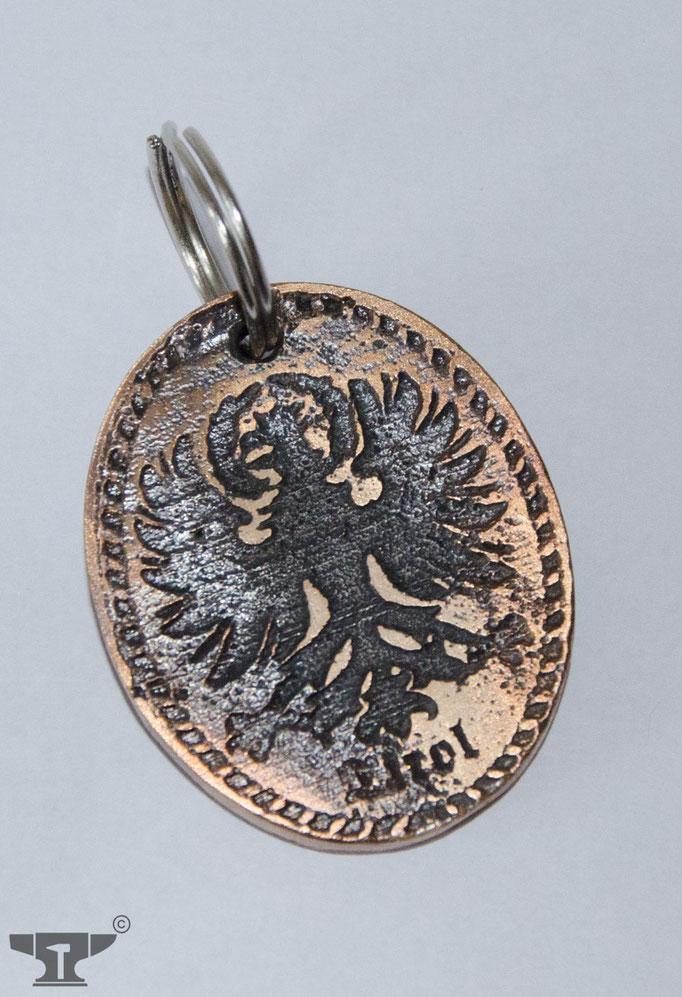 aus Bronze gegossener Schlüsselanhänger mit Tiroler Adler
