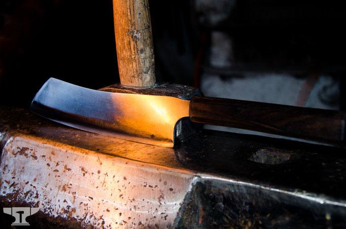 handgeschmiedetes Küchenmesser mit Griff aus African Blackwood