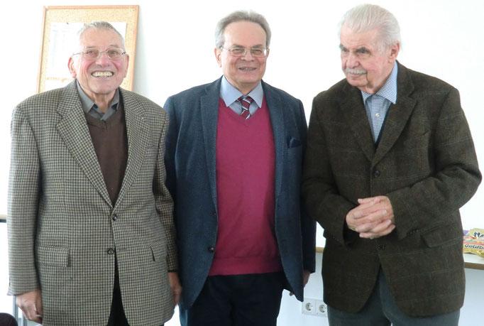 Günter Groß-Winter mit den Ehrengästen Bernhard Block (links im Bild) und Hans Siegfried (rechts im Bild)