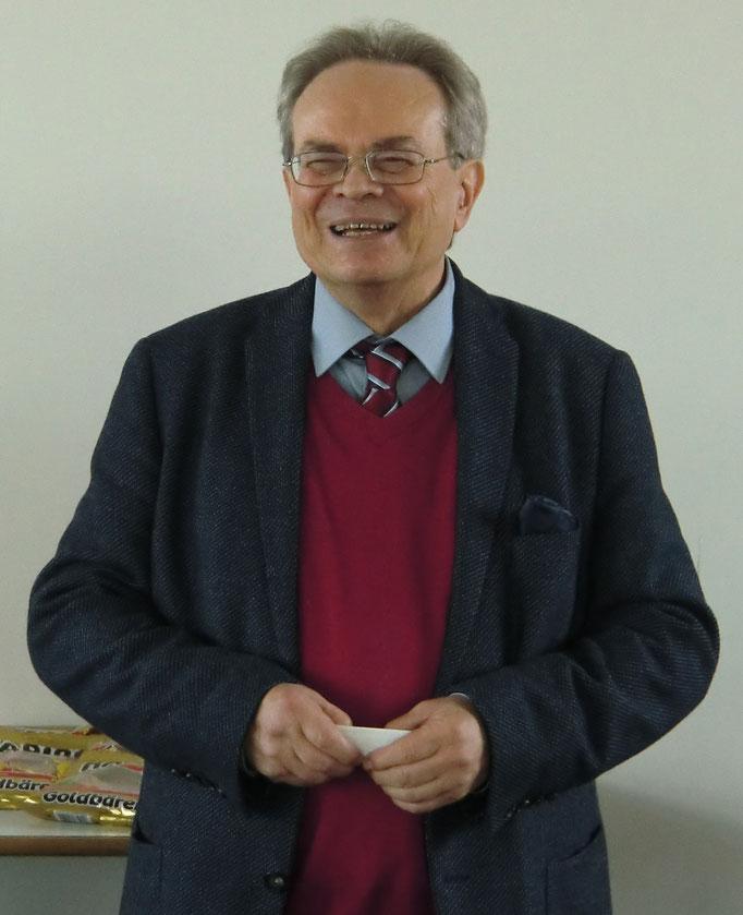 Der 1. Vorsitzende des SC 1855 Ansbach e. V. Günter Groß-Winter begrüßt die Teilnehmer/innen und Gäste des Turniers