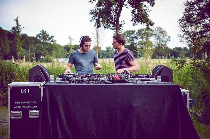 Duo Ostinato  ▲  Speelde ook op (Focus Festival, Stoepkrijt, Introweek UVA, Fever, Nieuwmarkt Amsterdam, Summerdayz, Red Cup, Doornroosje)