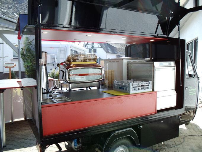 Piaggio APE Cafe-und Softeis-mobil mit Spülmaschine