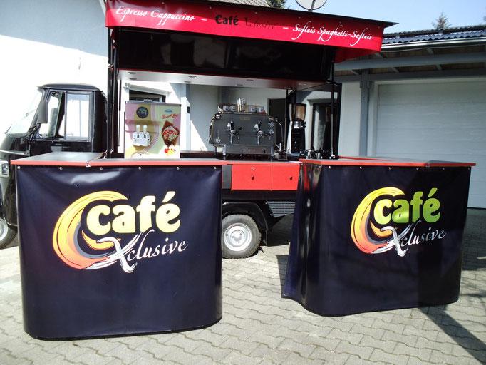 Piaggio APE Cafe-und Softeis-mobil mit Theke