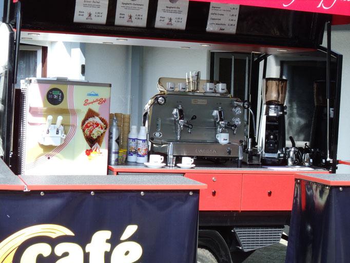 Piaggio APE Cafe-und Softeis-mobil Nahaufnahme