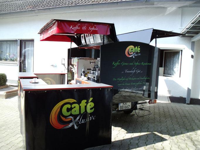 Piaggio APE Cafe-und Softeis-mobil mit Theke von hinten