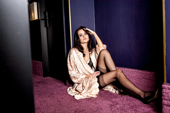 Lingerie by Versace Intimo Vintage & Speidel - Photoproduction by Melina Johannsen - Styling by Melina Johannsen