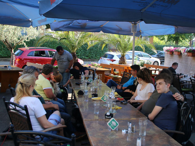 Juni in Karlsruhe: im Biergarten angekommen