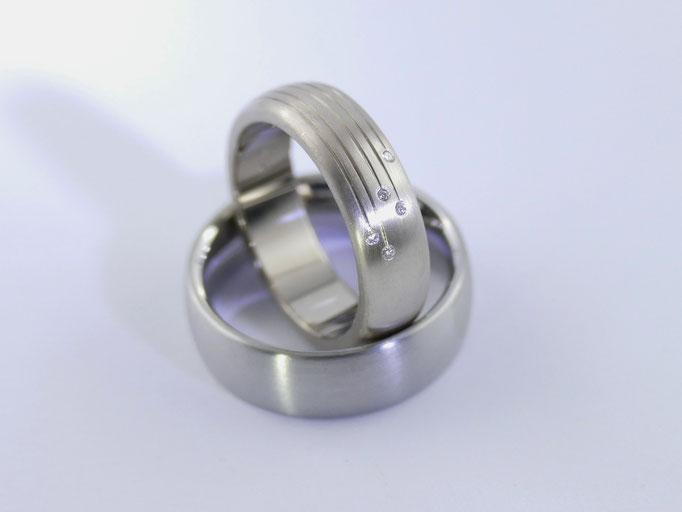 585 Palladium Weißgold Ringe mit Rillen und weissen Brillanten
