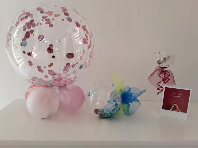 Drei Varianten Geldscheine zu verpacken. Die durchsichtigen Ballons sind mit Konfetti und Geld befüllt. Entweder auf kleinen Ballons oder am Stab mit einer Schleife. Was gefällt Dir am besten?