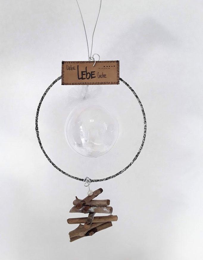 Wintergeldgeschenk. Handarbeit vom Ballonladen. Dieses Dekogeschenk ist ein Unikat. Das tolle: Sie können hierin ein Geldgeschenk verpacken lassen.