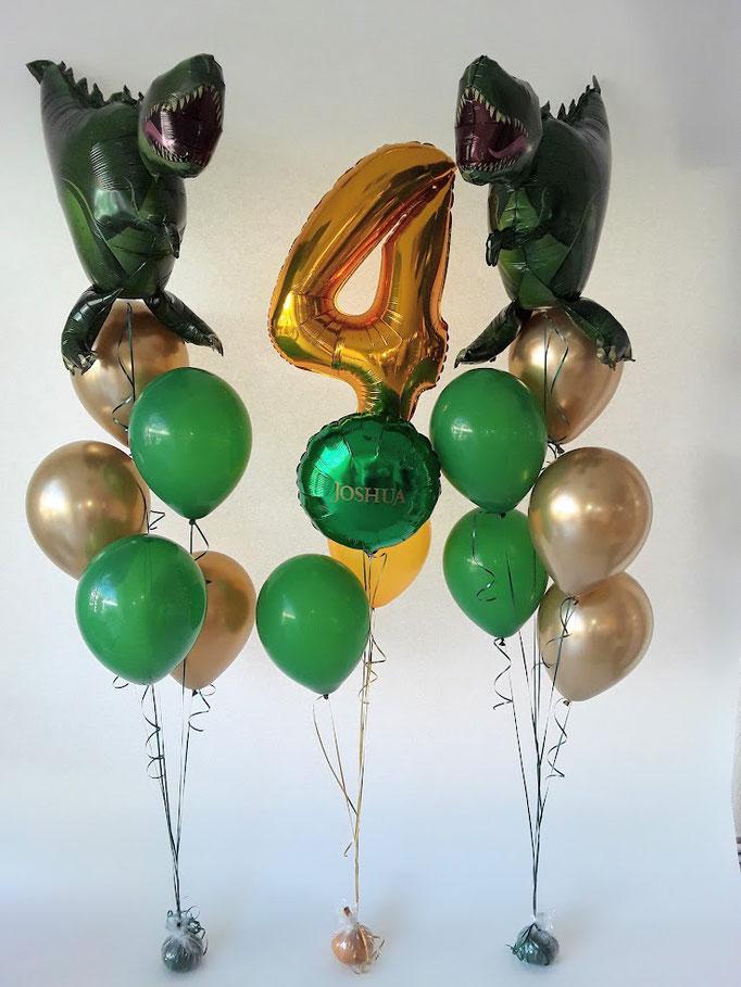 Wahnsinn für Dino-Fans. Raumdeko zum vierten Geburtstag. Kombination aus Folienballons und Latexballons. Highlight: ein personalisierter Ballon mit dem Namen. Happy Birthday Joshua!