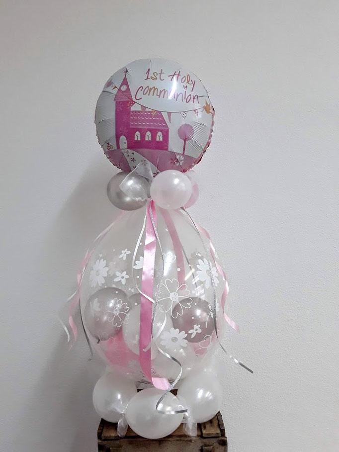 Ein Verpackungsballon zur Kommunion: Im großen, durchsichtigen Ballon wird das (Geld-)Geschenk verpackt und kleinere farbige Ballons dekorieren das Ganze. Eine große Farb- und Motivauswahl steht zur Verfügung.