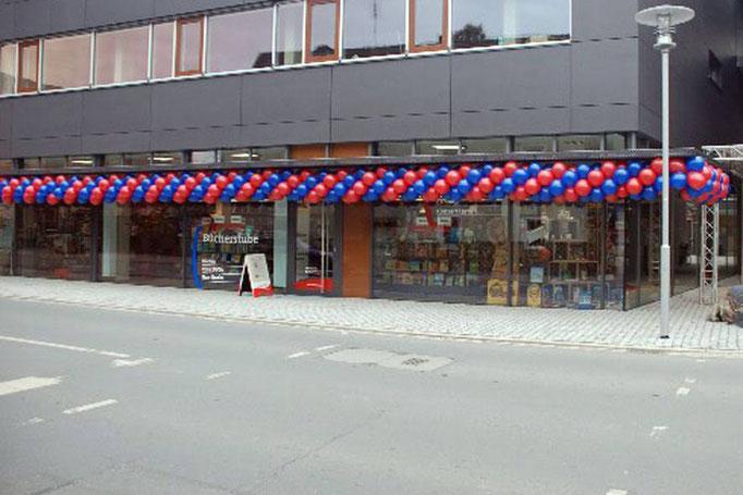 Ballongirlande über dem Eingang. Bei Ballongirlanden sind viele Ausführungsformen und Farben möglich. Fränkischer Tag / Mediengruppe Oberfranken..