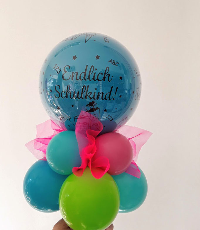 Endlich Schulkind! Ein kleines Ballongeschenk, das sich übrigens auch in ein Geldgeschenk verwandeln lässt. Dazu wird das Geld ganz einfach in einen kleinen Ballon gezaubert. Toll als Tischdeko, Farben frei wählbar.