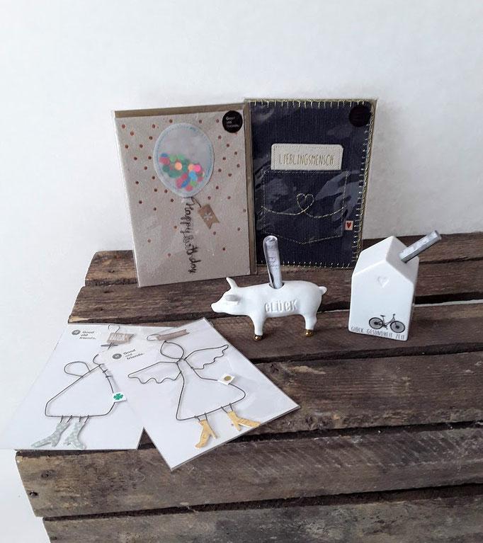 Karten mit Mehrwert: Engel aus Draht, Sonderfüllung etc. Geschenkkarten und Glückwunschkarten für Hochzeit, Geburtstag, Geburt, saisonalen Anlässen und vielem mehr.