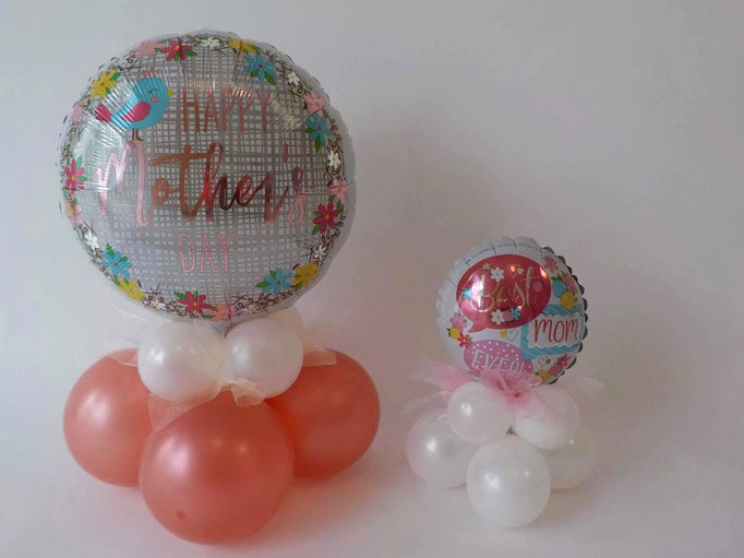 Mama ist die allerbeste? Klar. Zeigen Sie es ihr am Muttertag mit diesem Ballongeschenk! Hier eine große und eine kleinere Variante mit der Kombination aus Latexballons und einem bedruckten Folienballon.