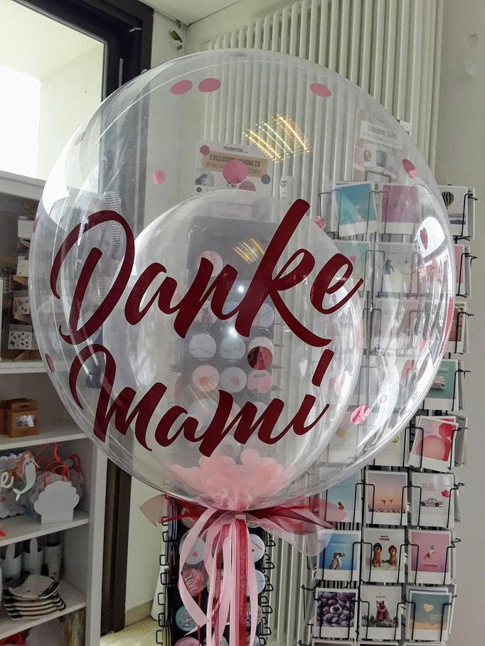 Ballonbeschriftung mit Folienplott zum Muttertag auf glasklar durchsichtiger Bubble. Schriftart und Text wird als Unikat nach Ihrem Wunsch gefertigt. Bitte mindestens 3 Tage vorbestellen.