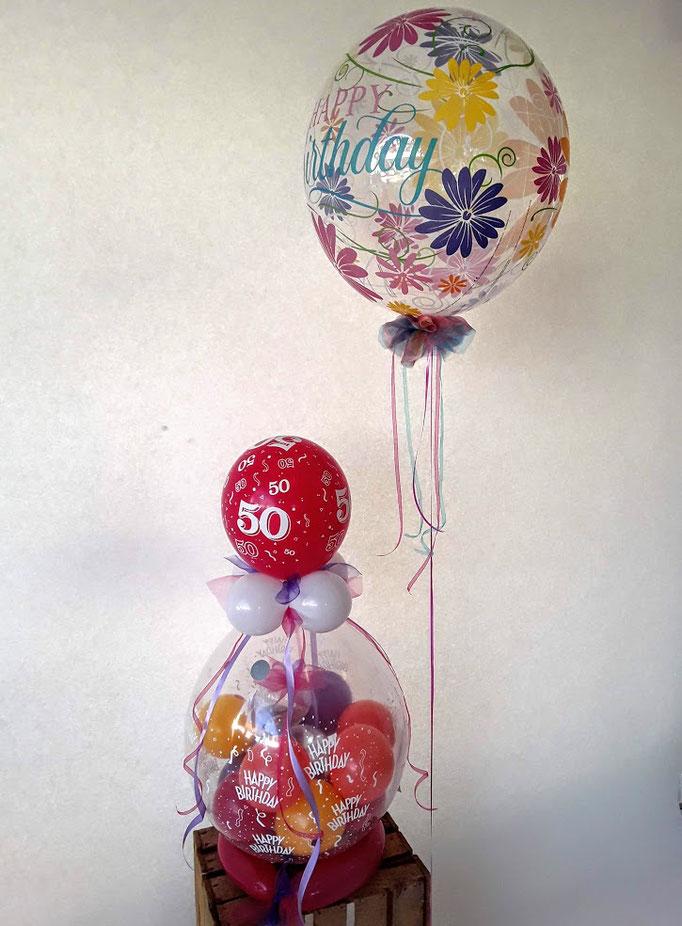 Verpackungsballons zum 50. Geburtstag mit bunter Ballonfüllung und Bändern. Besonders wertig in Kombination mit der passenden Bubble mit Blumenmuster.