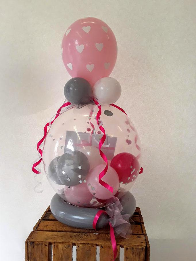 Der Verpackungsballon ist ein Klassiker um kleine Geschenke oder Geldgeschenke originell und eizigartig zu verpacken. Kleine Babyschuhe, Kleidung, Geldgeschenke, Karten & Gutscheine und vieles mehr werden in den Ballon gezaubert.