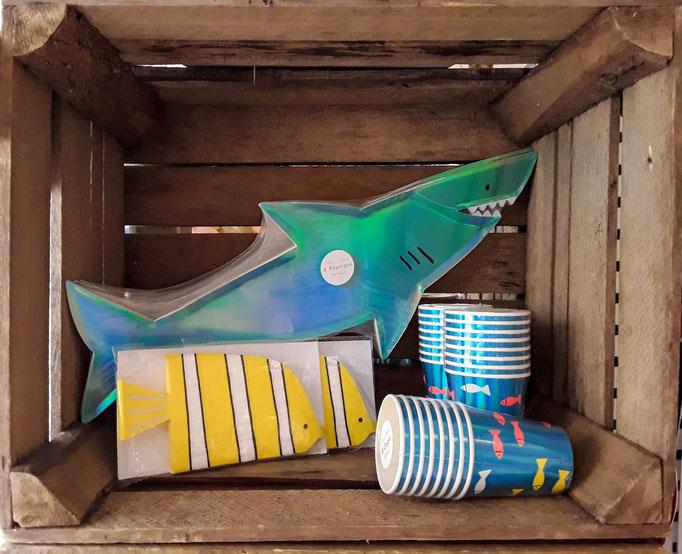 Meer: Haifisch und Fisch. Partydekoration und Partyequipment.