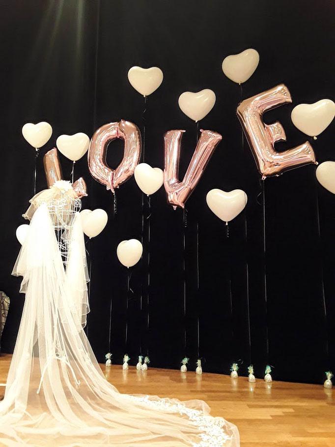 Große LOVE-Buchstaben als Hingucker für Ihre Raumdekoration oder als stylische Elemente für Fotoaktionen.