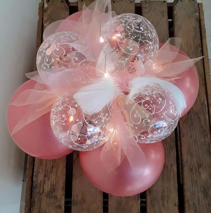 Ballonfuß für unterschiedliche schwebende Ballons. Geld wird in die kleinen durchsichtigen Kugeln verpackt und sicher am Fuß befestigt.