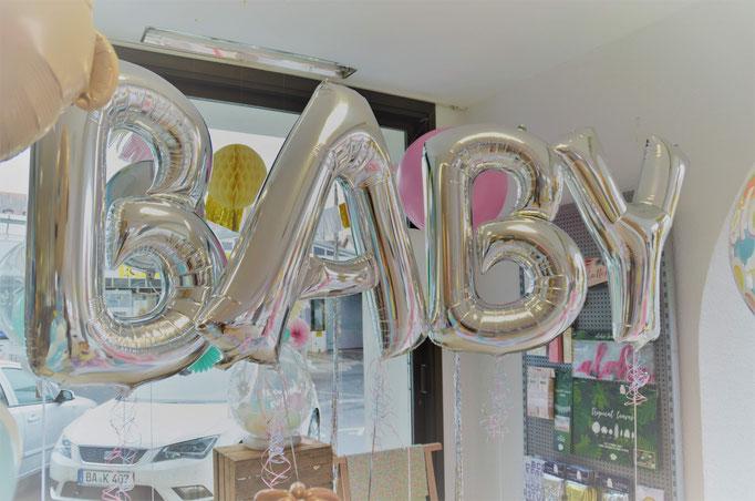 BABY Schriftzug. Schwebend.